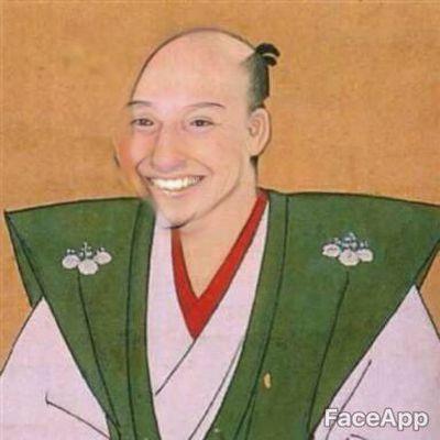 顔写真を笑顔にするアプリFaceApp