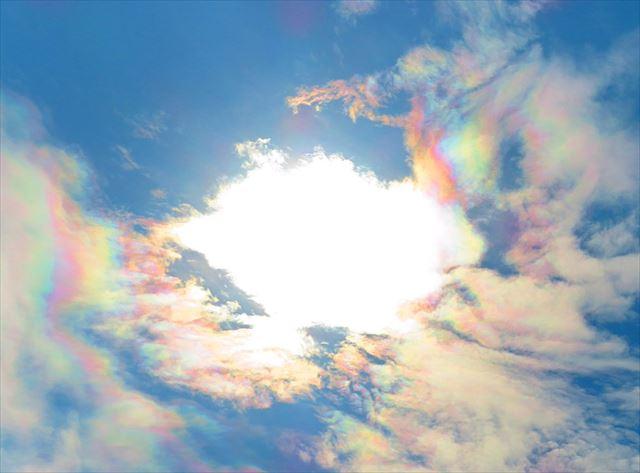 彩雲 虹色 大規模