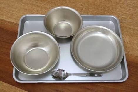 給食の食器はアルマイトの食器