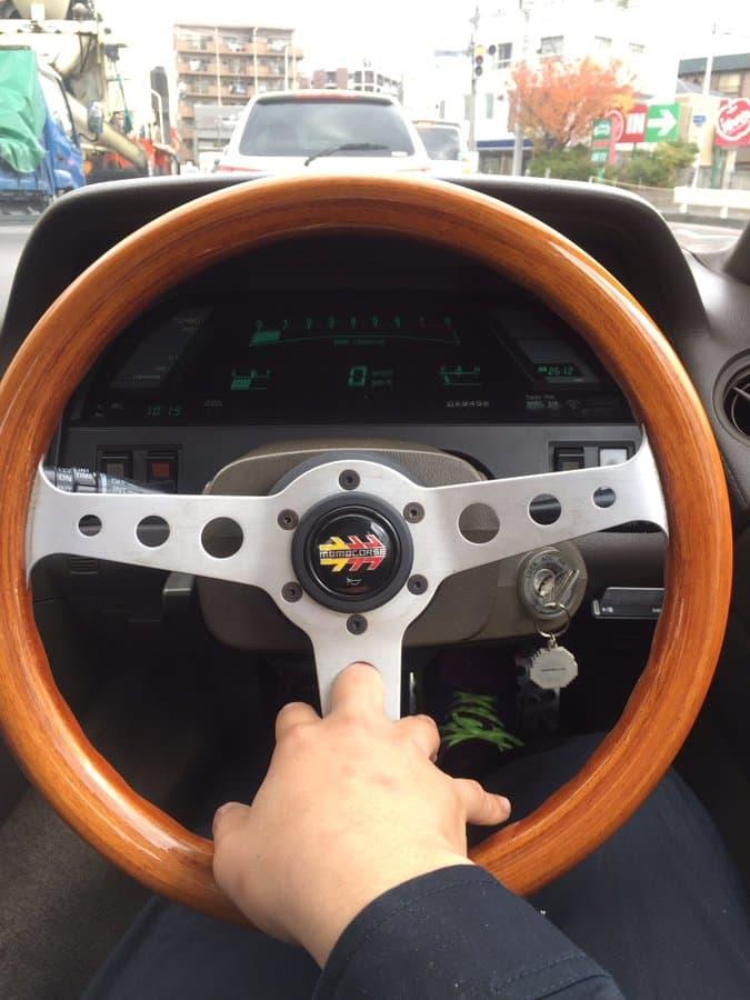 【ワンコが中から鍵閉めた】ドライブ中に起きた「予測不能の出来事」:信号待ちで暇になってインディの穴に中指突っ込んだら抜けなくなった