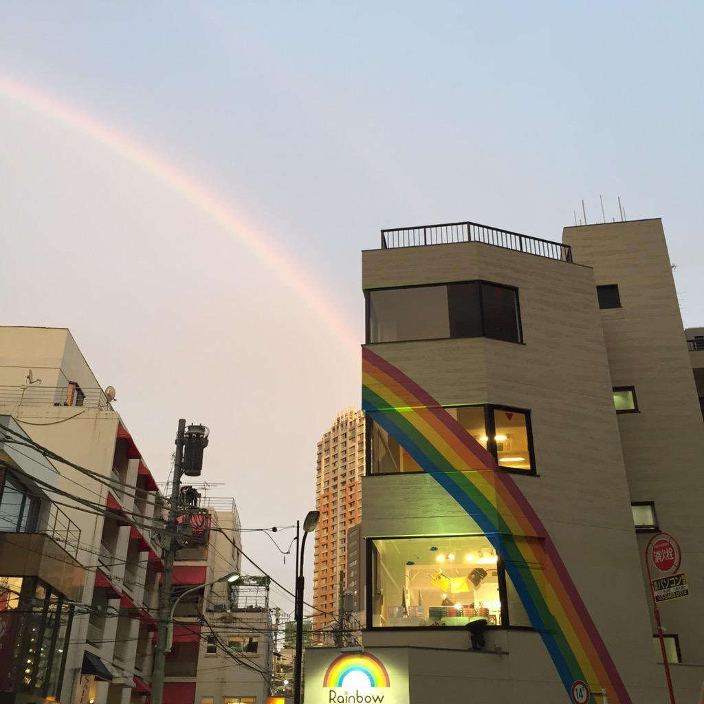 奇跡の瞬間を捉えた貴重な写真・画像まとめ:虹と一体化した建物