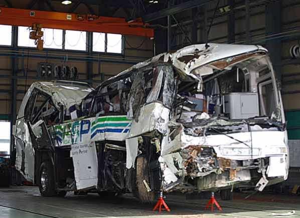 東神観光 危機管理 東名事故 バス事故 画像