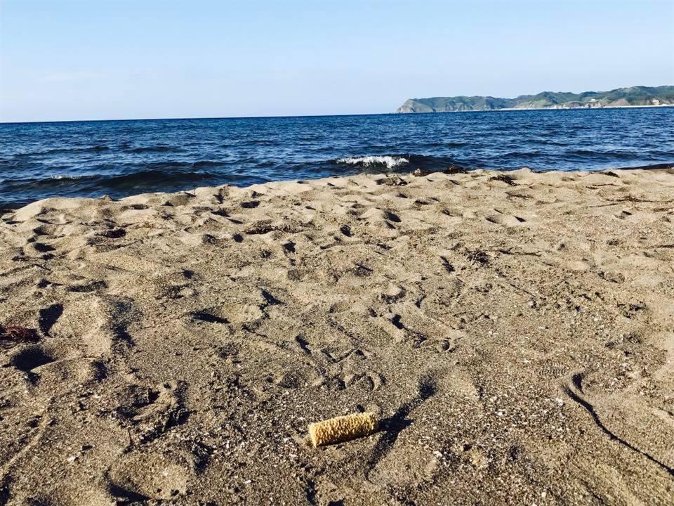 バーベキューで炭を浜辺に埋めるのは絶対にやめてください!