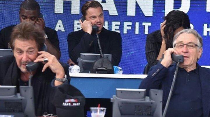 『右がロバートデ・ニーロ。左がアルパチーノ】アメリカのハリケーン募金窓口ボランティアの豪華さが話題に!
