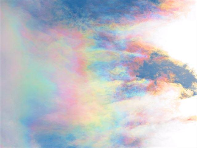 彩雲 虹色 肉眼
