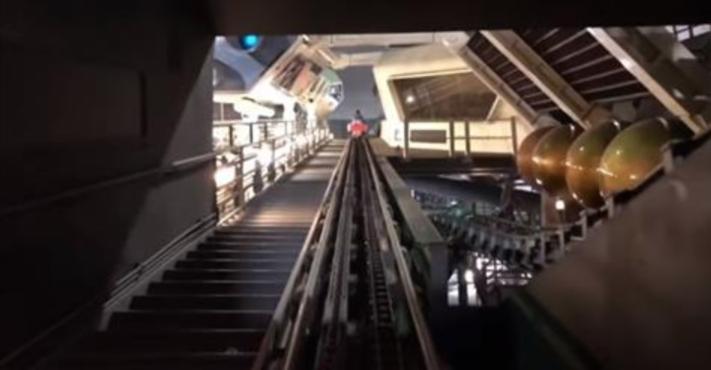ディズニーランドのスペースマウンテンに明るい状態で乗った時の動画