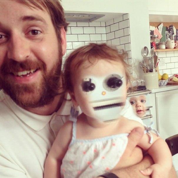 外国人が顔交換アプリを使うと予想外の生物になる