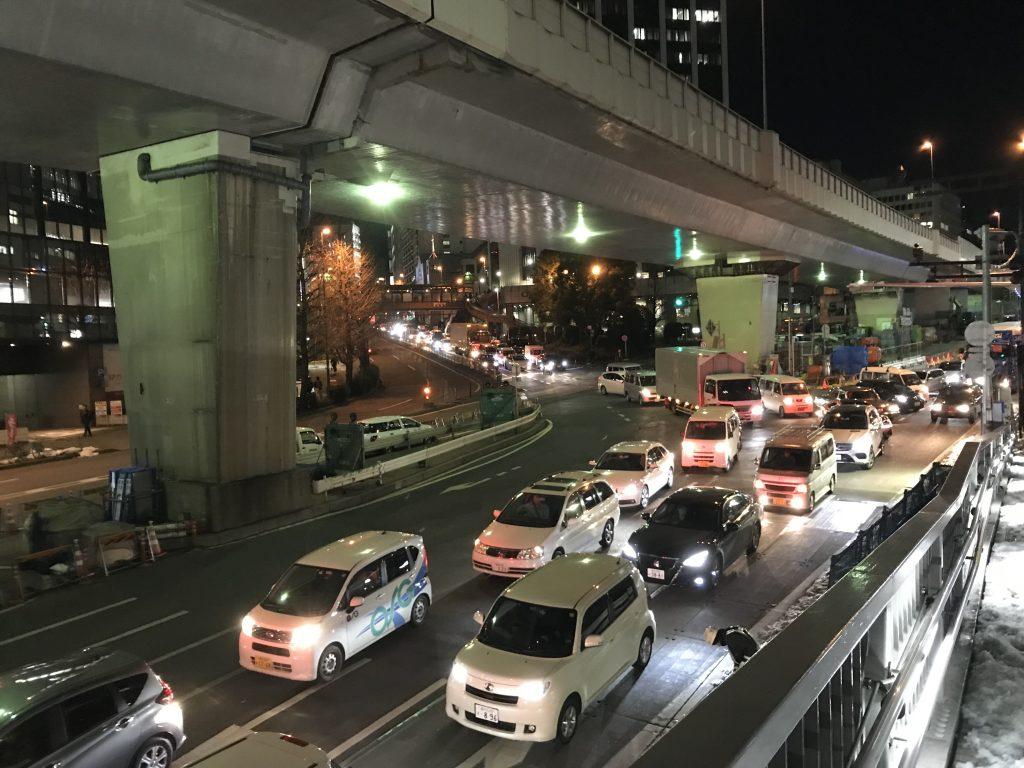 【高速道路情報】首都高通行止めと246号線の事故で六本木通りと青山通り(246号線)で再び大渋滞発生!