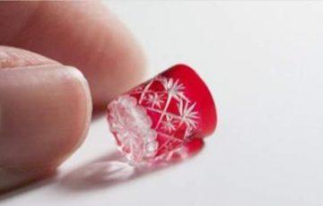 【ミニチュアグラス】小指の先ほどのミニチュアの「切子グラス」のクオリティが素晴らしいと話題に