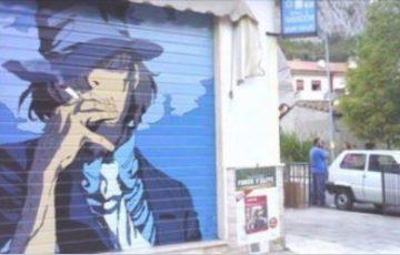 イタリアのタバコ屋でシャッターにルパン三世の次元大介を描くストリートアートが流行中!