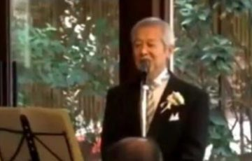 娘の結婚式でハードロックをやっていることをカミングアウトした父親。その唄った歌と唄い方が話題に!
