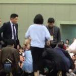 【悪しき伝統】大相撲舞鶴場所にて舞鶴市長が倒れ、救命中の女性に「女性は土俵から降りて下さい」とアナウンス