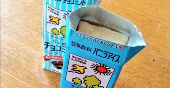 パックの豆乳飲料を冷凍庫に入れて凍らせるだけでやみつきになるアイスができると話題に!