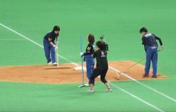 【日本ハムファイターズ】長年勤めたグラウンドキーパーの女性の最後の出勤日に、球団からの粋なサプライズに感動【動画】