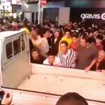 「私の父の軽トラです」渋谷ハロウィンで暴徒化!軽トラックを横転させ痴漢や盗撮、喧嘩も!【動画有】