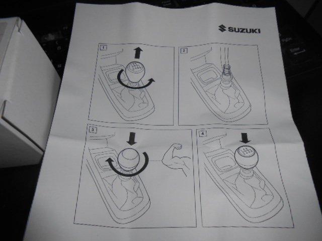 自動車のスズキ純正部品の説明書に現れる謎のマッチョ