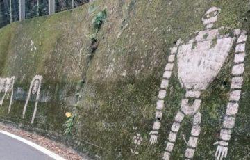 秩父にある定峰峠で苔を削って描かれたジブリキャラクターのアートがクオリティ高すぎると話題に!