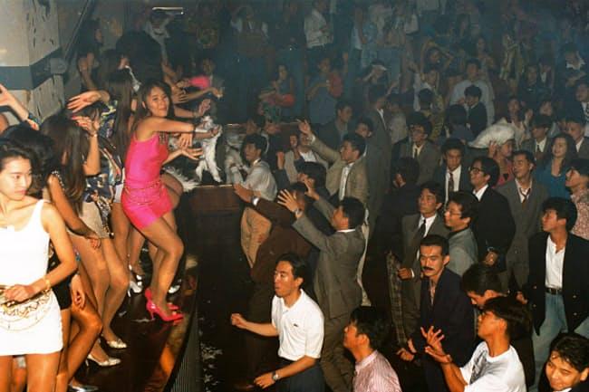 ワンレンボディコンの最大の見せ場ジュリアナ東京によりディスコブームが白熱<