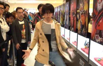 【動画】海外の仮面ライダー展で歴代ライダーの変身ポーズを完コピしたファンが凄いと話題に!