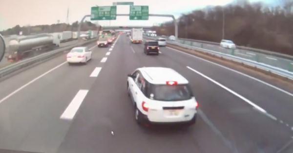 【拡散希望:情報求む】荷物事故に繋がった迷惑ドライバーの割り込み運転が危険すぎる!【動画有】