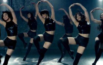 【動画】懐かしの「武富士ダンス」を登美丘高校ダンス部OGが完全再現!決めポーズもCMソックリ!