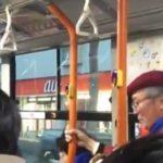 【動画】優先席でもないのに、一人席に座ってる子供が酔ってるおじさんに引きずり降ろされた