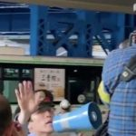 【朝日新聞かな?と思ったら朝日新聞だった】三宮のバス死亡事故で記者とカメラマンが職員の制止を無視して撮影!【動画】