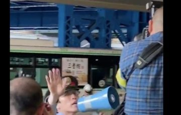 【朝日新聞かな?と思ったら朝日新聞だった】三ノ宮のバス死亡事故で記者とカメラマンが職員の制止を無視して撮影!【動画】