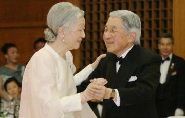 20年ぶりにダンスを披露された天皇陛下。美智子さま「陛下がさそってくださったの」