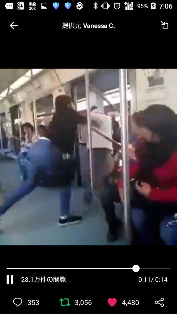 【動画】間違えて電車の女性専用車両に乗った盲目の車外に障害者の男性を車外に突き飛ばす女性が炎上!