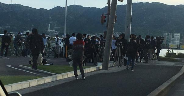 大津事故の現場で、マスコミが道路に溢れ一般歩行者の通行を塞いでた「更に危険な状態にしてどうする」