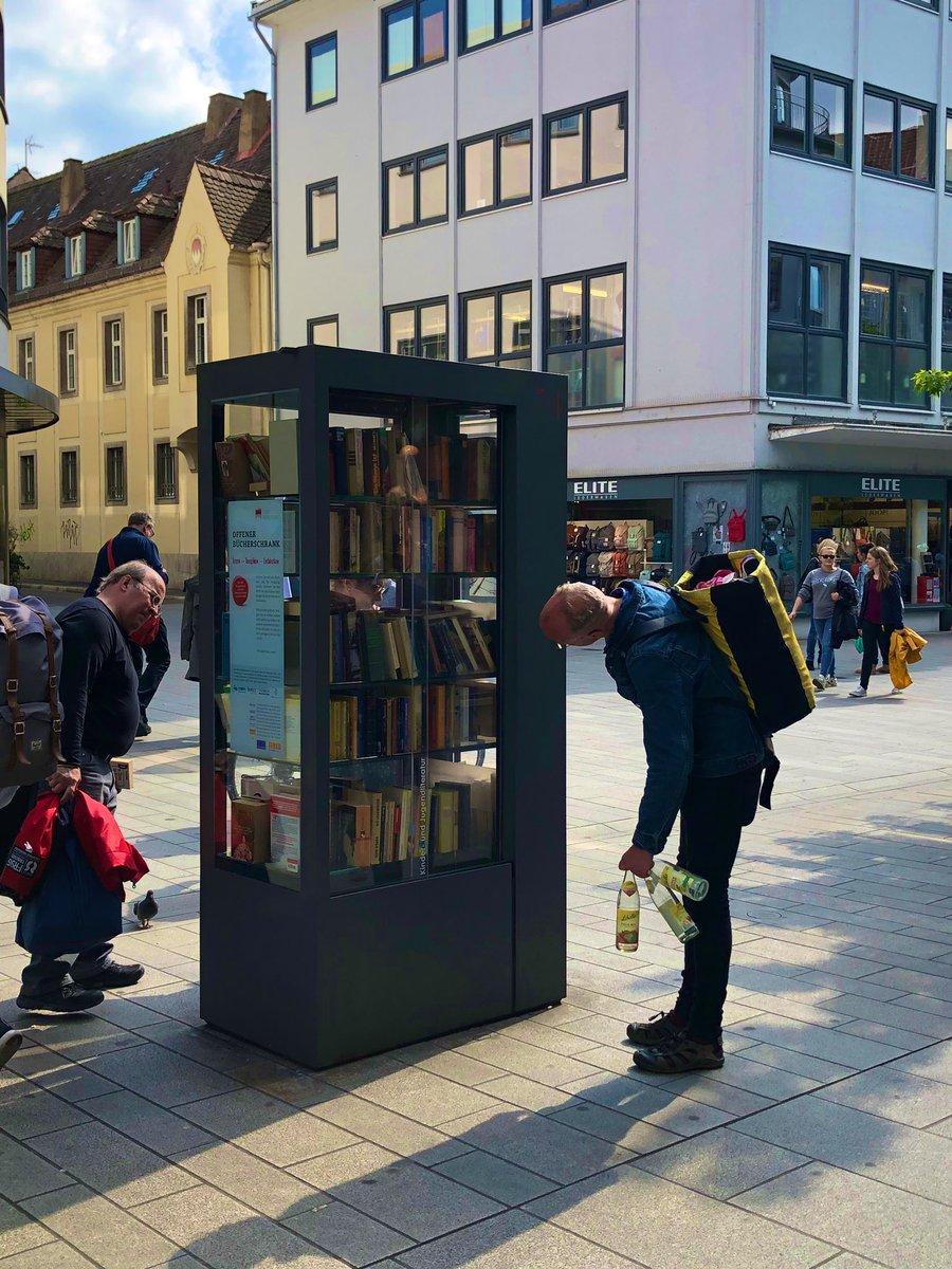 ドイツの街中にあるブックスタンドが画期的すぎると話題に!