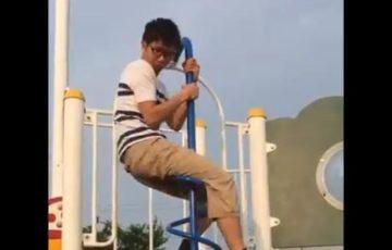 【知ってた?】公園の滑り台のそばによくある、らせん状の棒(くるくるすべり棒)の使い方がやっと解明!【動画】