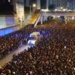 【まさにモーゼの十戒】香港デモ参加者が救急車に一斉に道を開ける動画が話題に!一方で警察は救急車の入場を拒む・・・