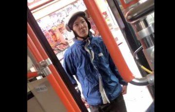 【動画】2年前に炎上した元宅配ピザの配達員が今度はバス停に違法駐車!それを注意され喧嘩口調で逆ギレし炎上!