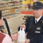「もう本当にさ、やめようよ」 警察官のコンビニでの買い物や自衛官が迷彩服で歩くことに苦情を言うことを。