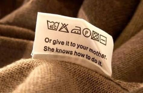 【どうせお母さんが洗うんでしょ】謎のメッセージ性があるTシャツのタグが話題にwww