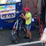 【動画】白昼堂々と自転車のサドル泥棒をする男に批判殺到!