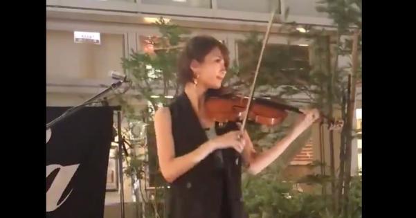【動画】吉祥寺で死ぬほどかっこいいバイオリンを弾いてるお姉さんがいた