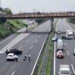 【動画】先日の常磐道(高速道路)の煽り運転殴打事件の実況見分してたら、それを脇見運転した車により玉突き事故が反対車線で発生!