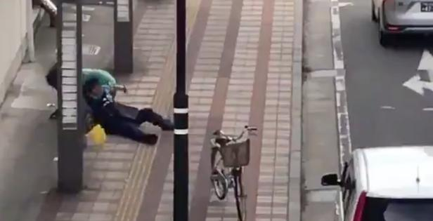 【動画】新潟市で覚醒剤などの薬物中毒者らしき男が警察官を振り切り逃走!