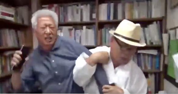 【動画】襲撃してる方の老人ではなく、襲撃されてる白髪の延世大学教授の方が警察の捜査を受ける韓国という社会・・・