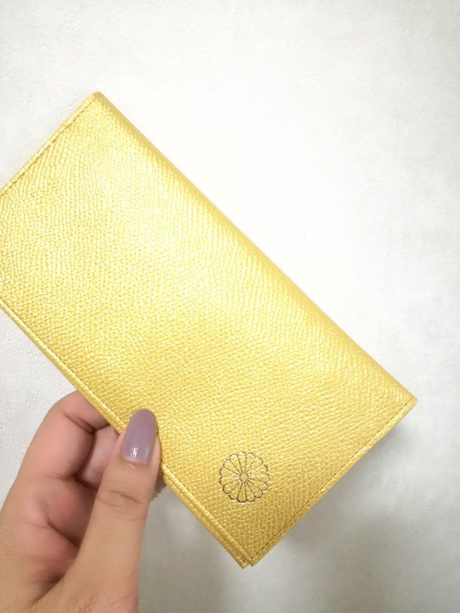 皇居の売店だけで買えるお財布が国産で牛革で職人の手作りで1500円とコスパとクオリティが最高だと話題に!