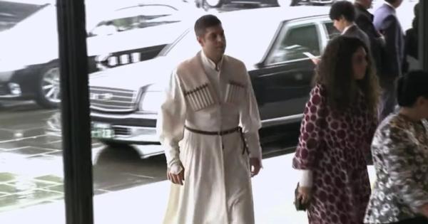 即位礼正殿の儀の参列者でジェダイの騎士っぽい男性いたけど誰だろう→本人登場
