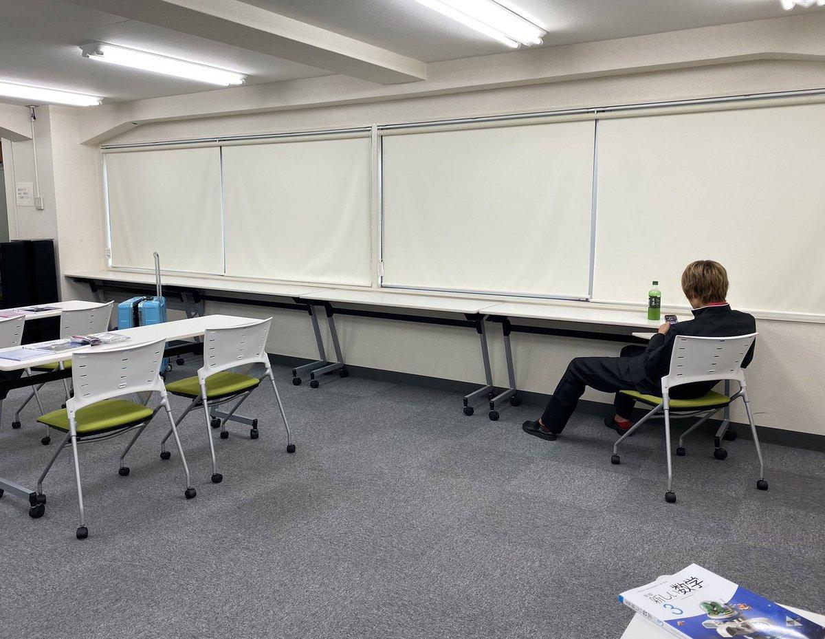 地味ハロウィン2019:移動教室の授業来たけど友達いなくて休講と教えてくれなかった生徒