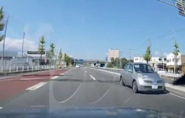 【動画】「一瞬意味がわからんかったのよ」道路を車が逆走する決定的瞬間