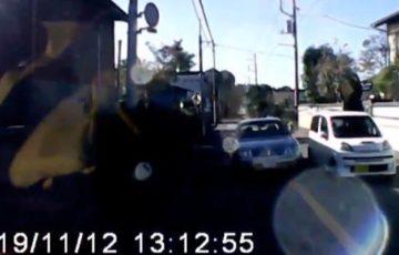 【動画】あわや正面衝突!75歳の高齢者が運転する車が追い越し禁止のセンターラインを超えて暴走!