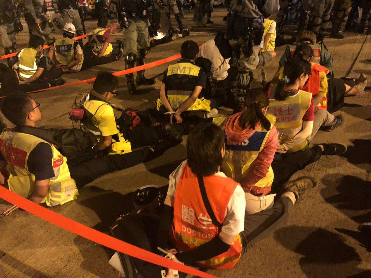 【香港デモ】警察が理工大学から離れたボランティア救急隊を戦犯のように全員拘束→これは香港の人道危機