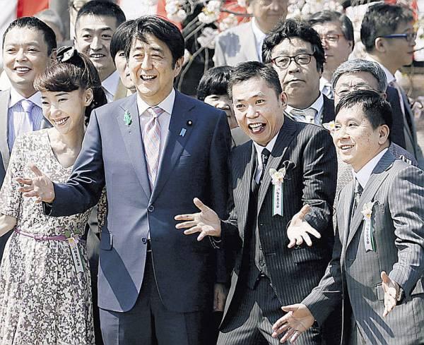 「桜を見る会」を批判していたテレビ番組の司会者達が実はノリノリで出席していたのが判明し批判殺到!