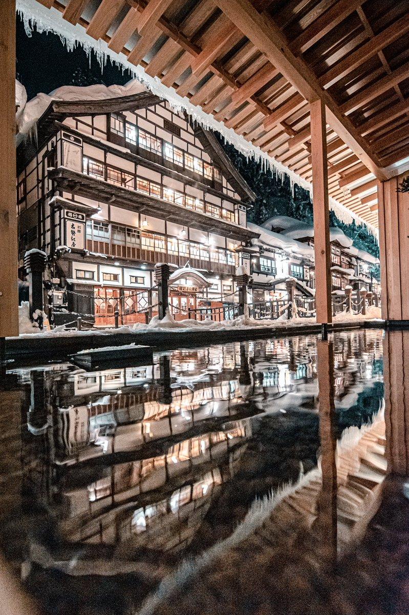 山形県の銀山温泉の写真が予想以上に千と千尋の神隠しの舞台だと話題に!